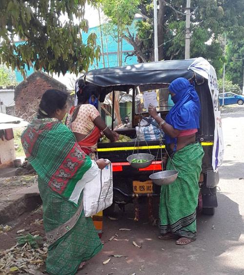 SHG-women-selling-goods--in-Phulbani