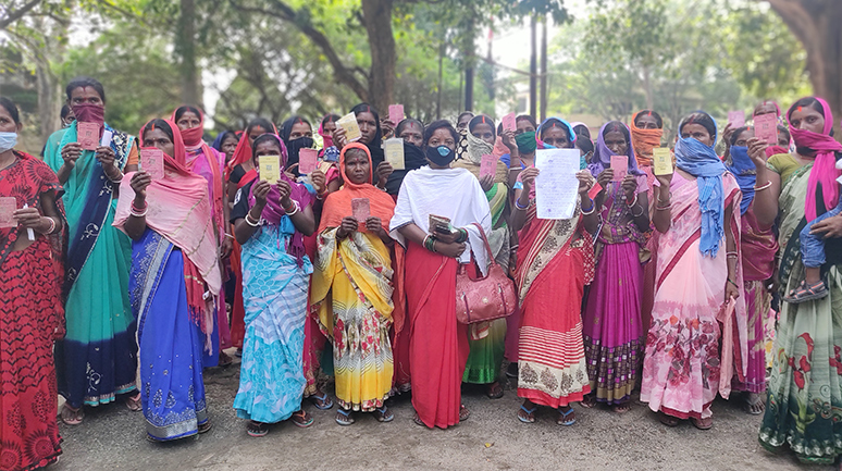 NSK-didi-Sunita-Devi-of-Hisim-Panchayat-helped-cardholder-to-submit-PDS-related-grievance-to-district-(1)
