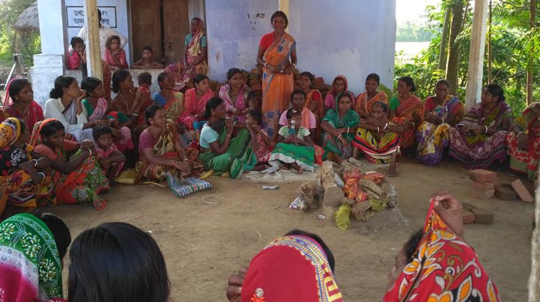 Rekha-Majhi-orienting-the-SHG-members